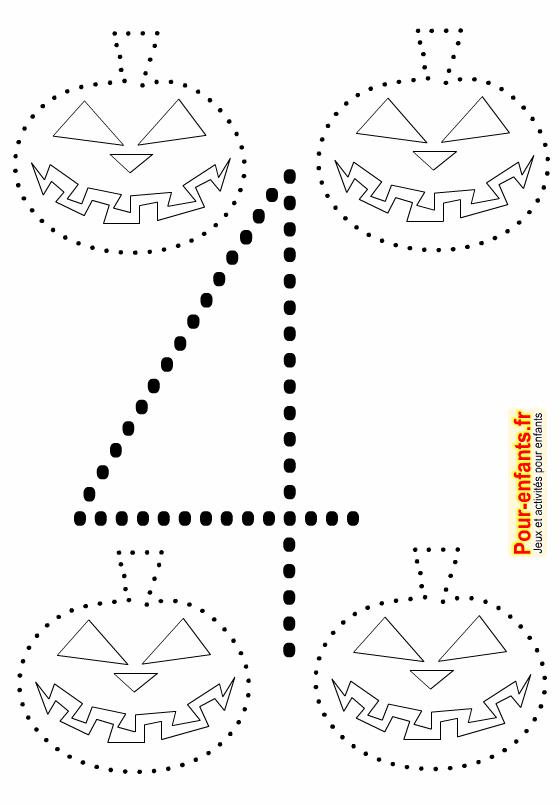 Point à point Halloween de citrouilles à imprimer. Quatre dessins en pointillés pour faire un jeu de points à relier. Chiffre 4 grande taille.