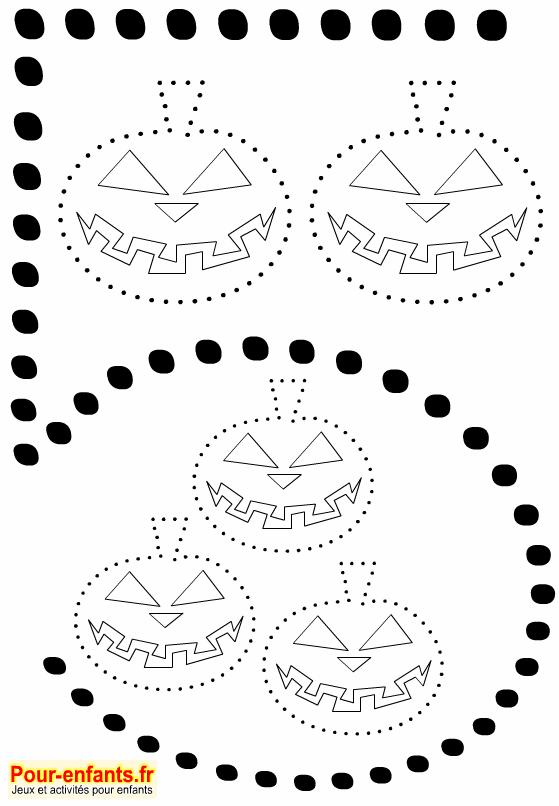 Point à point Halloween. Citrouilles à imprimer. Cinq dessins de citrouilles en pointillés à relier. Chiffre 5 grande taille.