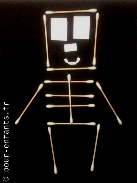 squelette halloween en cotons tiges bricolage enfants faciles maternelle et élémentaire