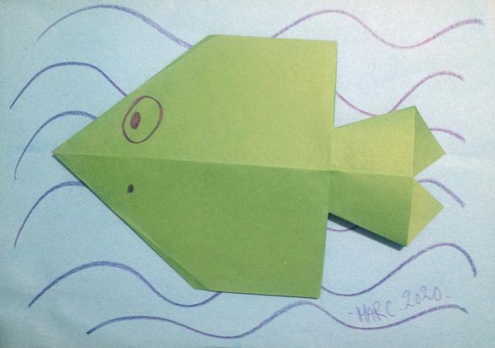 Découpage pliage de poisson. Pour enfants. Activités en maternelle.
